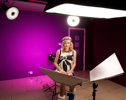Now here is the same set up with the colour gel fitted to the background light.