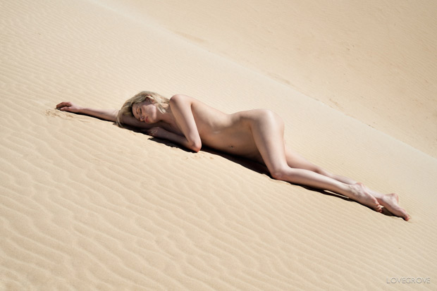 07. This is a naturally lit shot of Carla on the dunes.